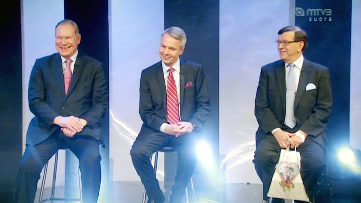 Paavo Lipponen, Pekka Haavisto ja Paavo Väyrynen osallistuvat Putous -ohjelmaan.