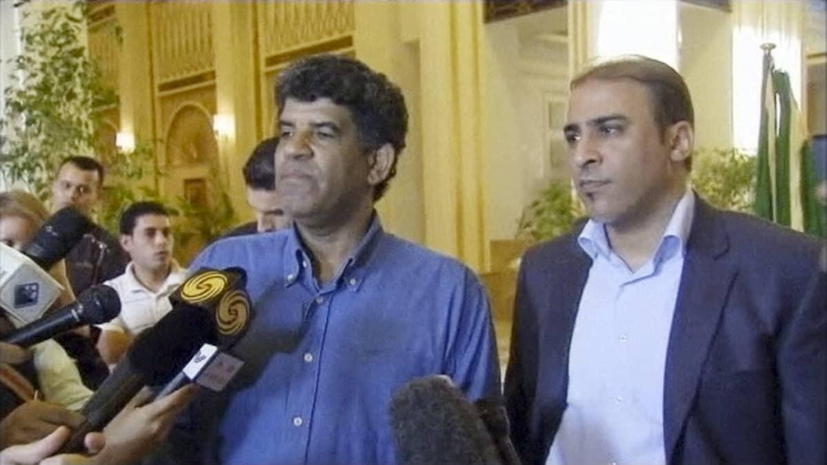 Libyan entinen tiedustelupäällikkö Abdullah al-Senussi haastateltavana