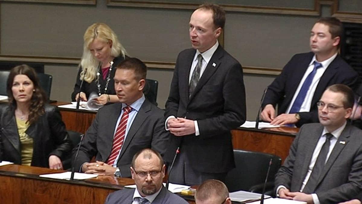 Jussi Halla-aho puhumassa eduskunnassa.