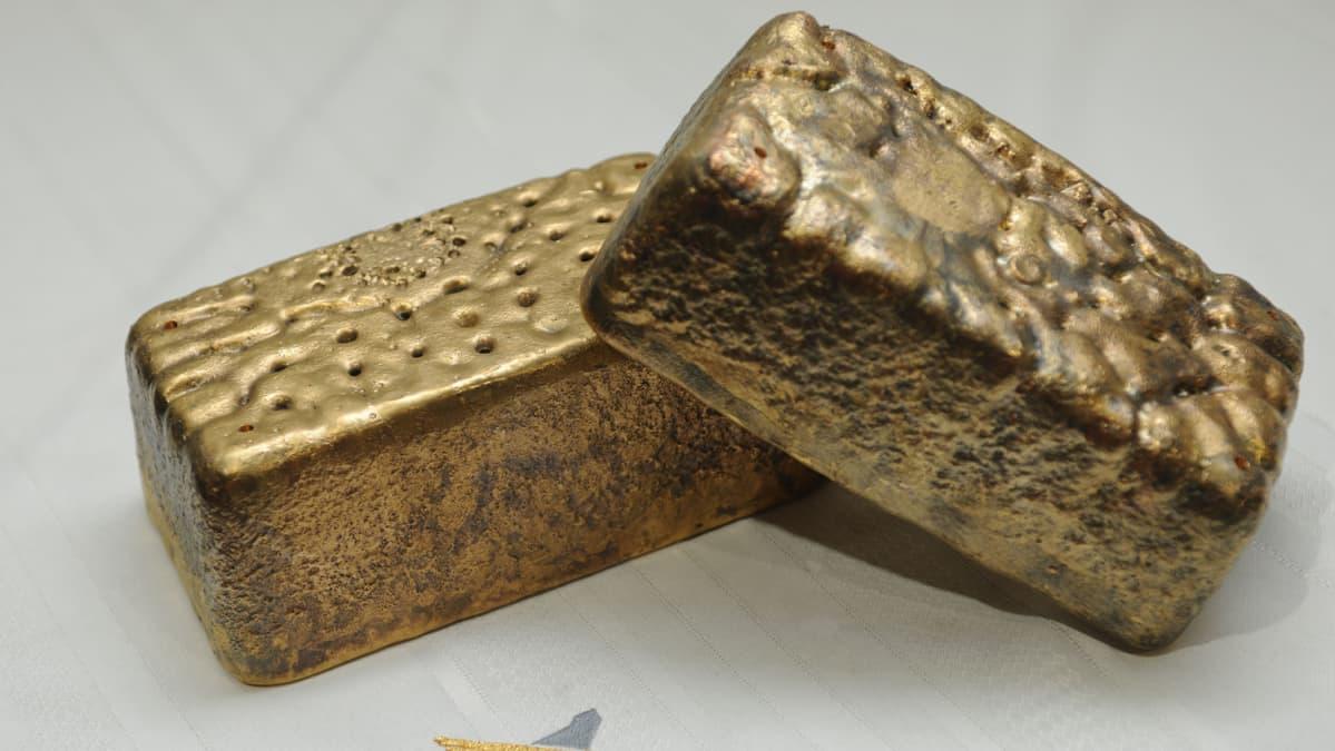 Kittilän kaivoksen kultaharkkoja.
