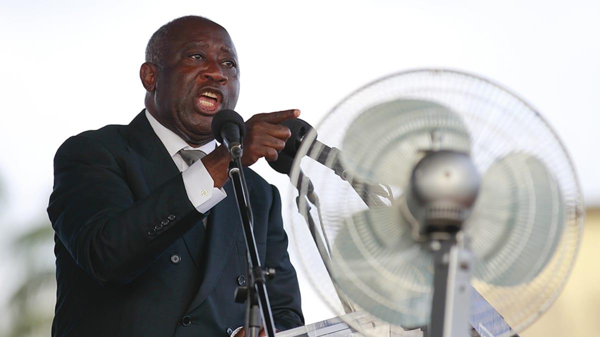 Laurent Gbabo pitää puhetta vaalitilaisuudessa.