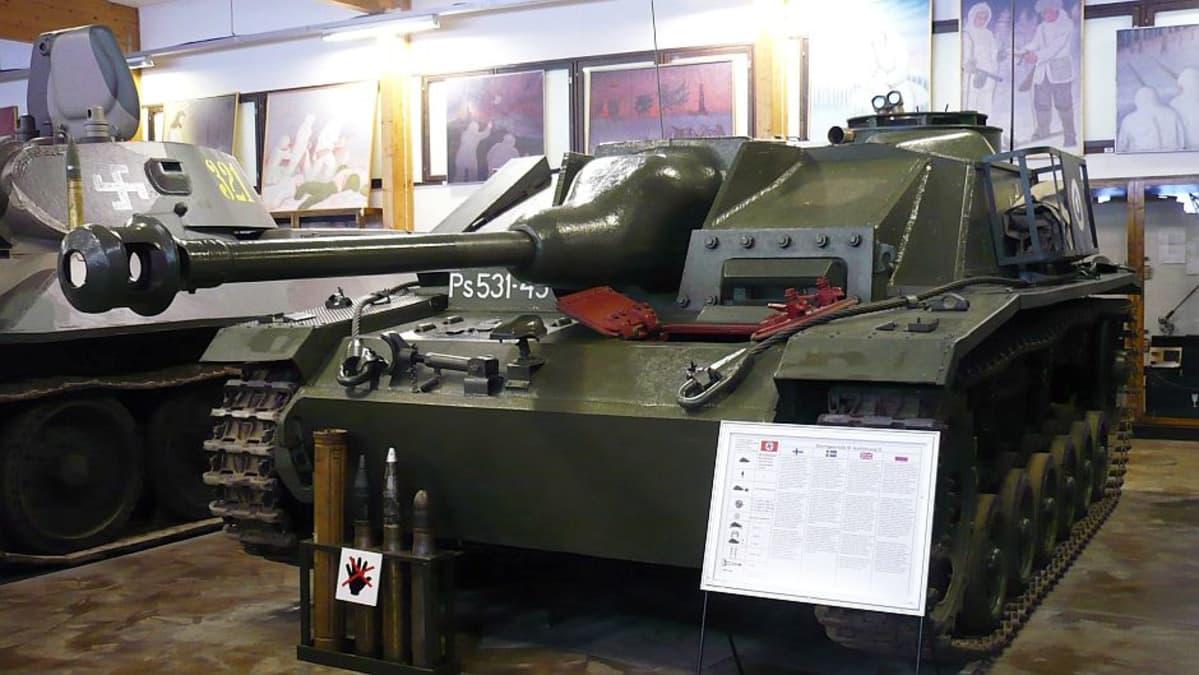 Panssarimuseolla on esillä kaksi Sturmia, toinen hallissa ja toinen ulkoalueella.