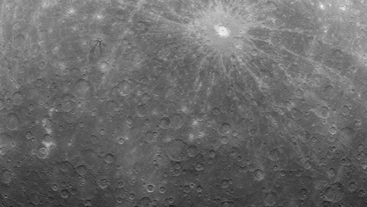 Messenger-luotaimen ottama kuva Merkuriuksen pinnasta