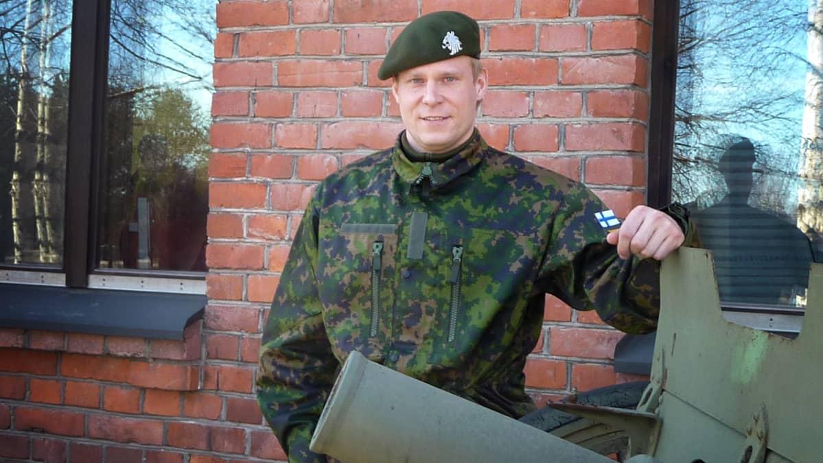Mikko Koivu Hennalan varuskunnassa.