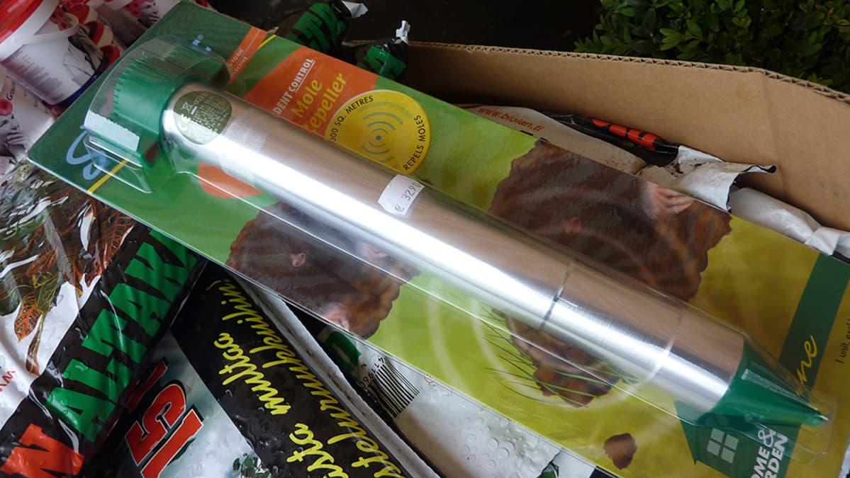 Myyräkarkotin kaupan pakkauksessa
