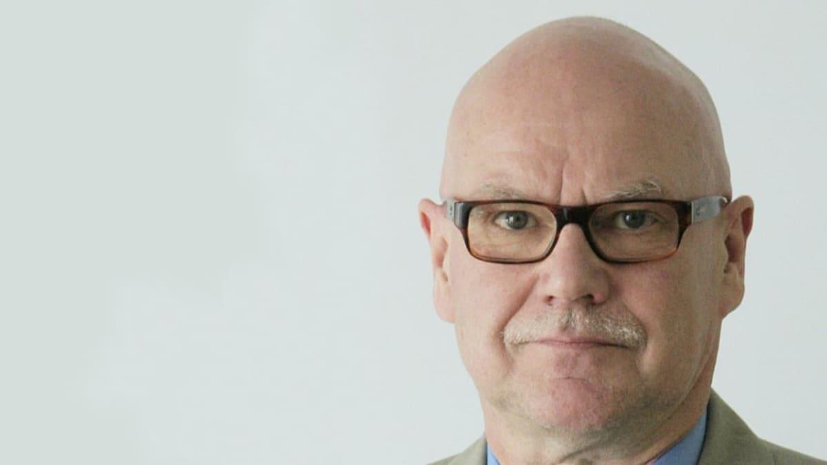 Yhteiskuntatieteiden tohtoriksi Lapin yliopistossa väittelevä Pertti Pitkänen