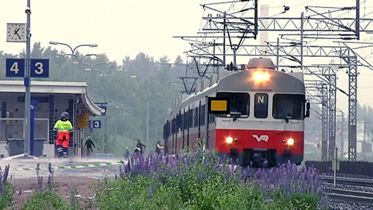 Paikallisjuna Rekolan asemalla