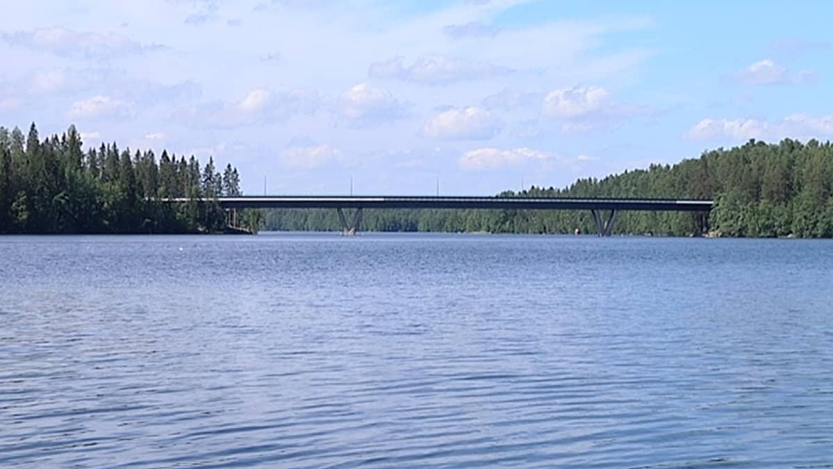 Särkijärvi ja silta.