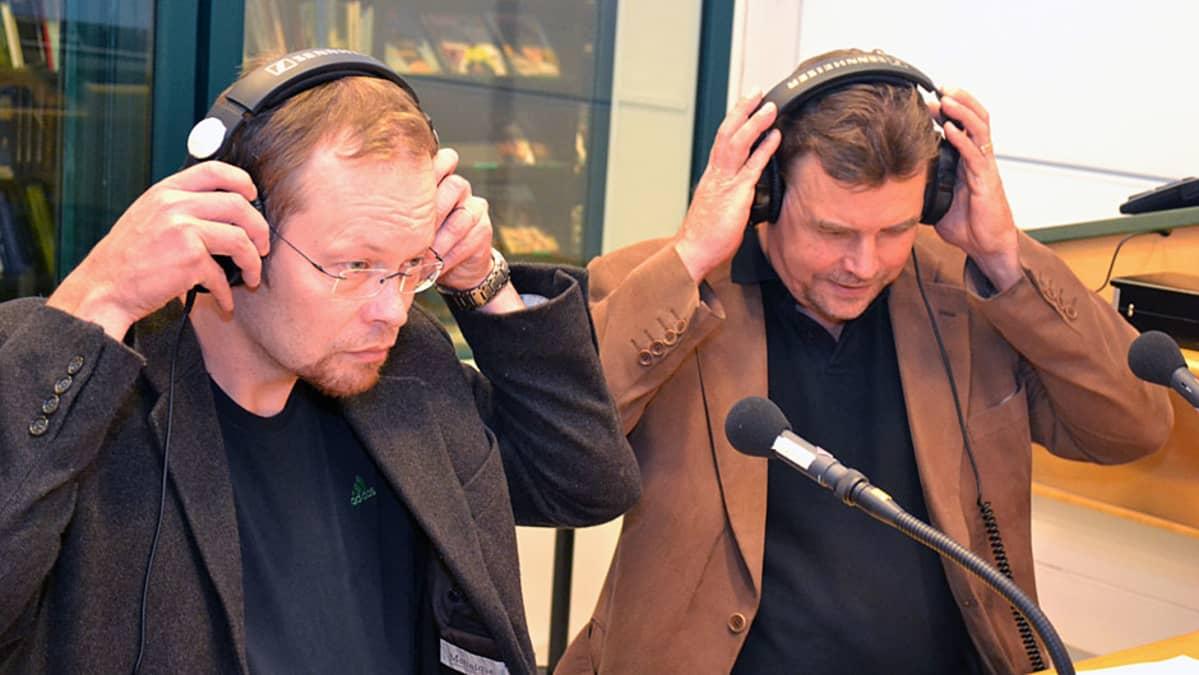 Jukka Isotalo ja Pekka Paappanen radiostudiossa