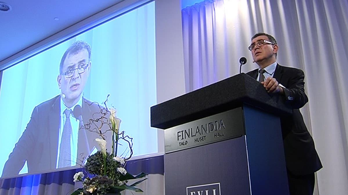 New Yorkin yliopiston taloustieteen professori Nouriel Roubini puhuu Finlandia-talolla.