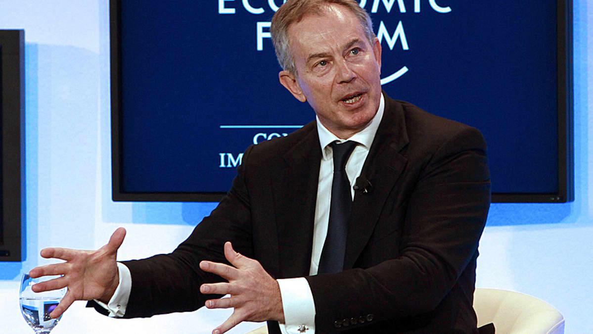 Tony Blair puhuu Maailman talousfoorumin kokouksessa.