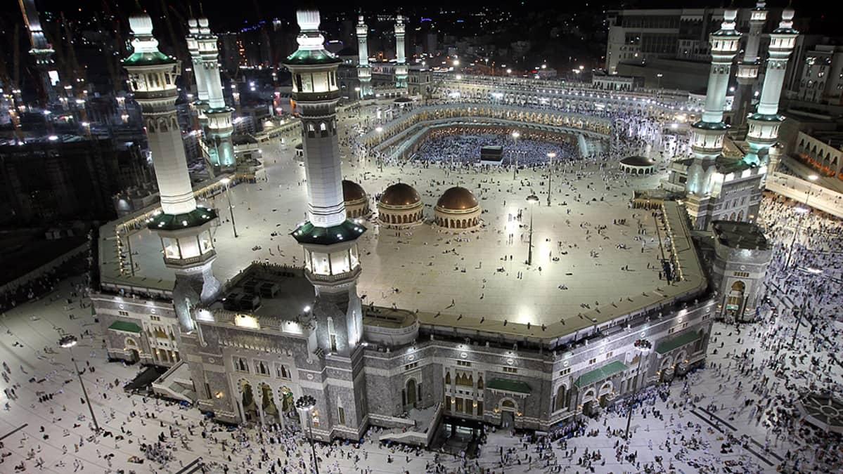 Pyhiinvaeltajia Mekan Haram Sharif -moskeijalla.