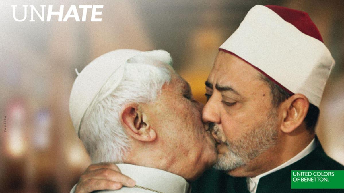 mainoksia italialainen suudella
