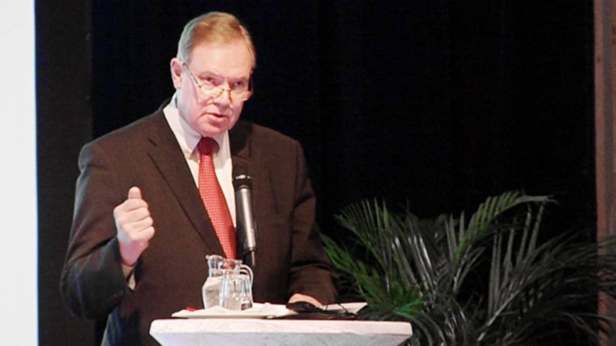 Paavo Lipponen puhui SDP:n EU-seminaarissa Vanhalla ylioppilastalolla.
