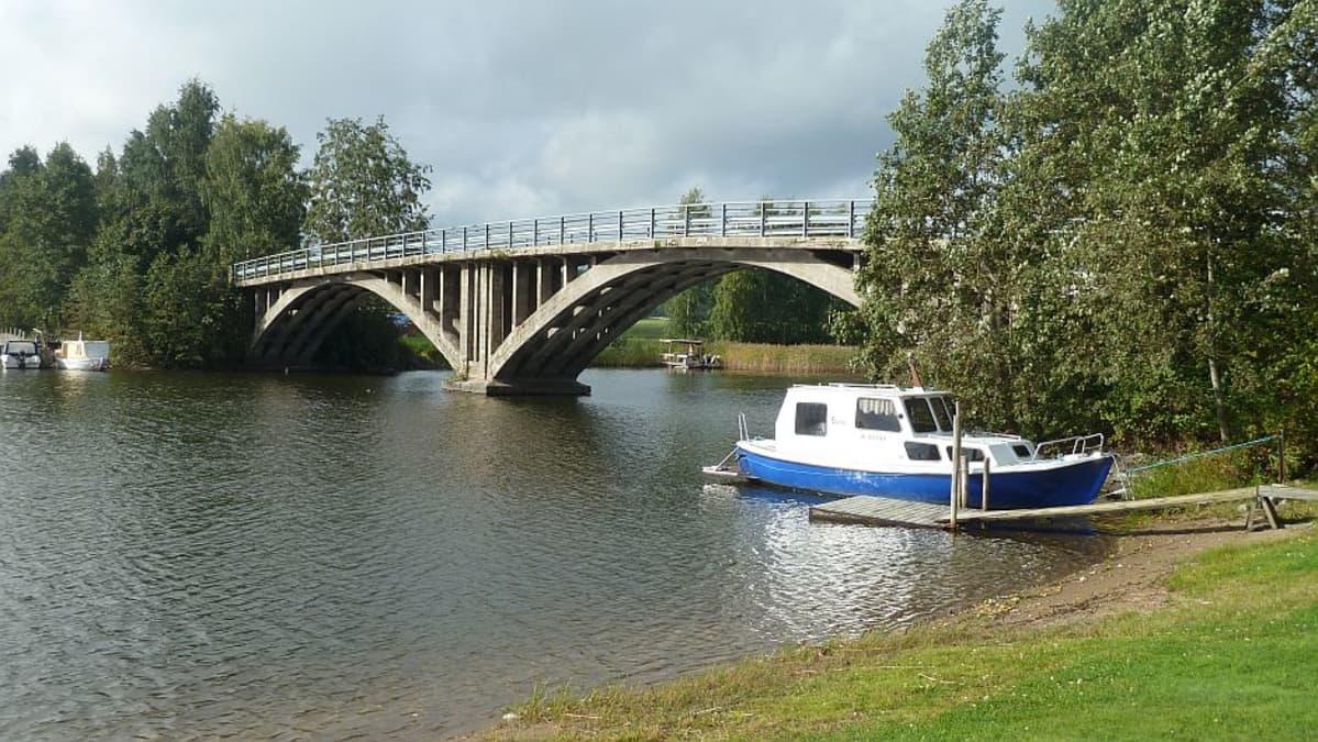 Hauhon Alvettulan vanha silta