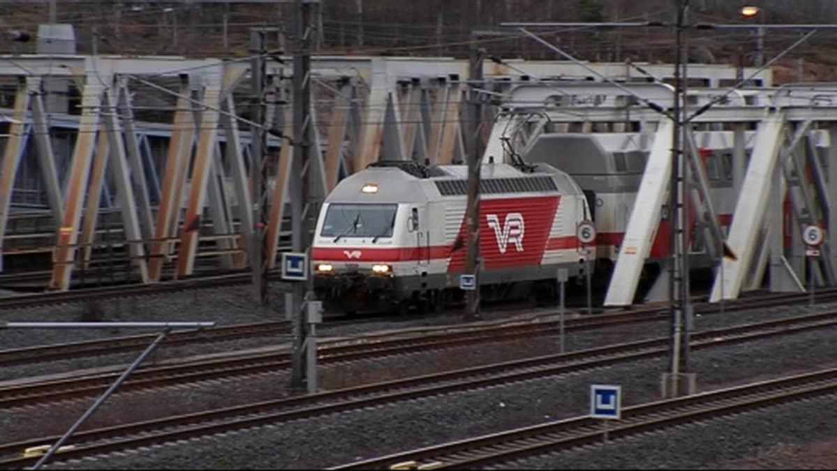 IC2-juna lähdössä Pasilasta kohti Turkua