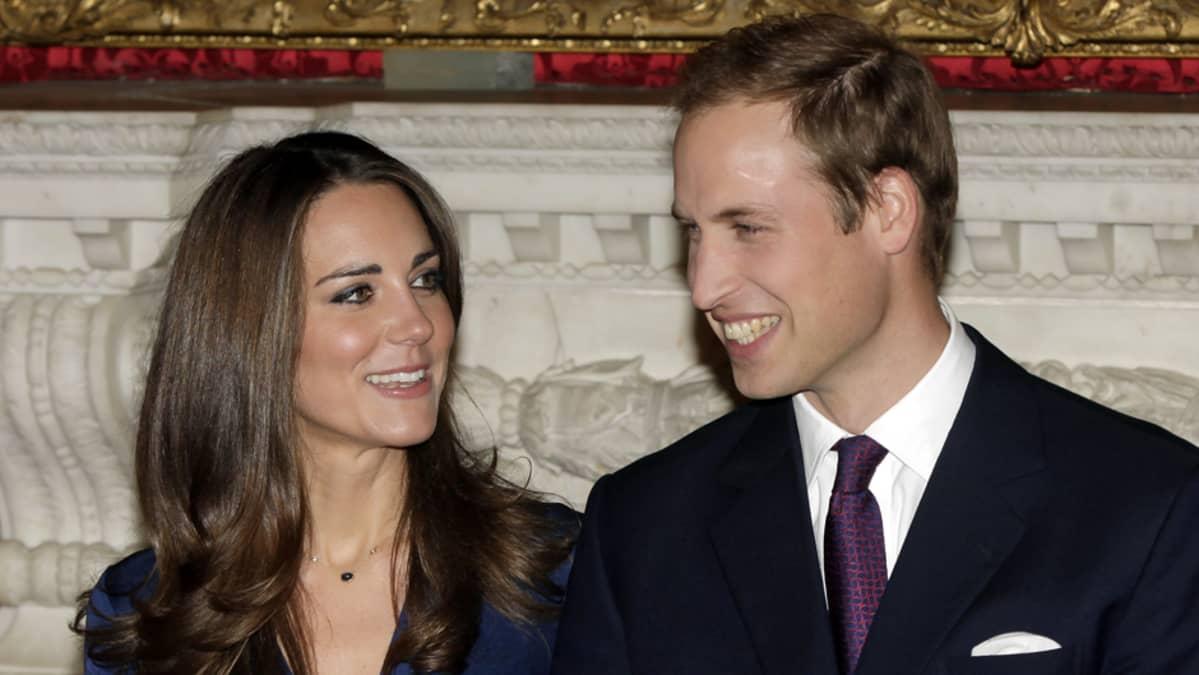 Kate Middleton ja prinssi William ilmoittivat kihlautumisestaan 16. marraskuuta 2010.