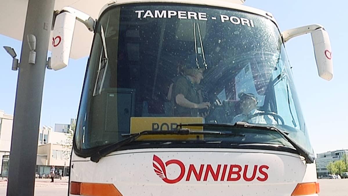 Onnibus-yhtiön lija-auto