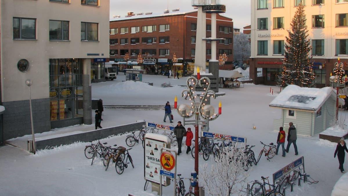 Talvinen Lordin aukio Rovaniemen keskustassa