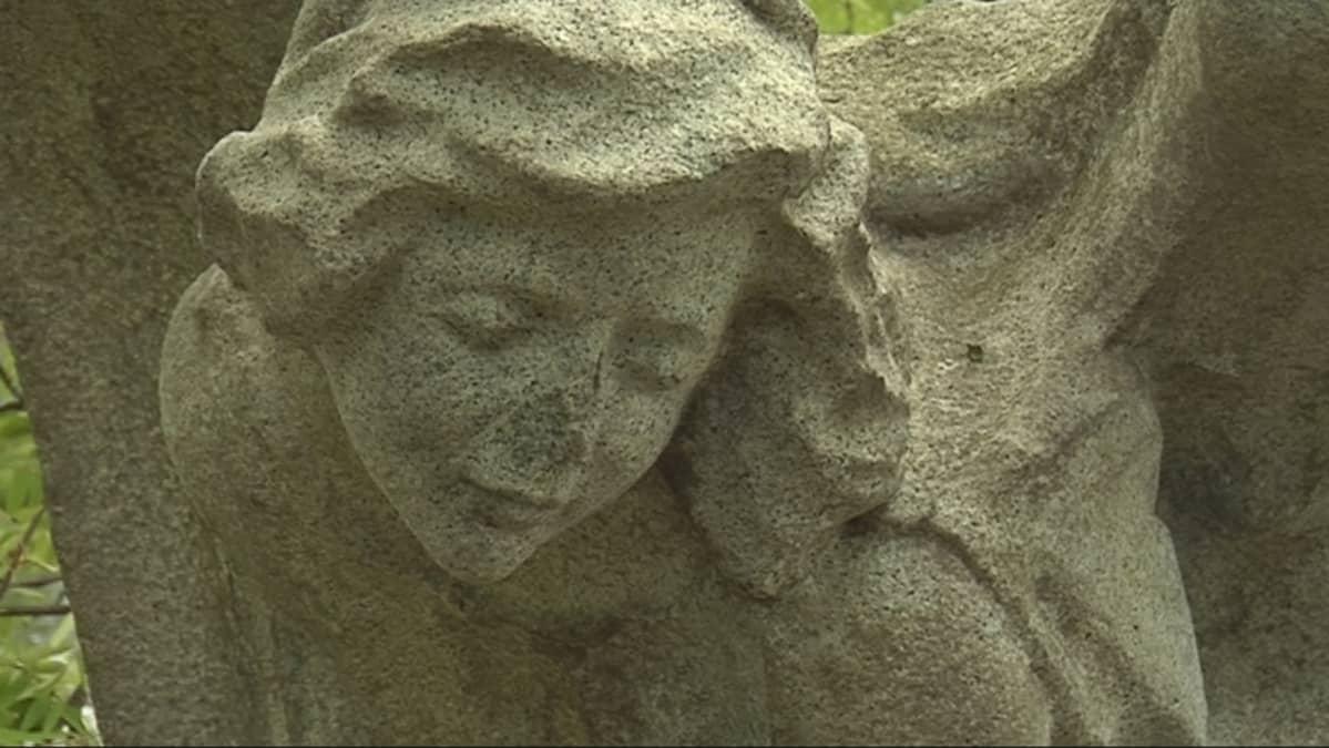 Georges Winterin enkeli-patsas