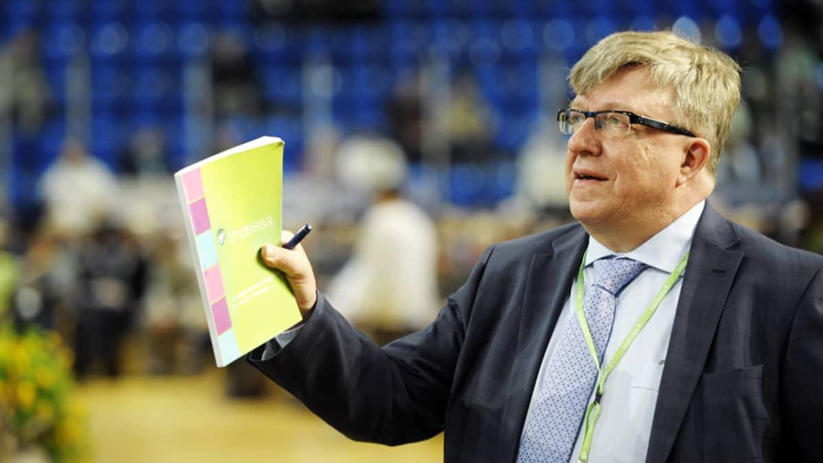 Keskustan puoluesihteeri Timo Laaninen Rovaniemen puoluekokouksessa.