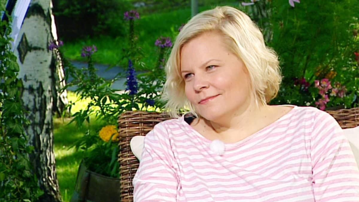 Paula Noronen Aamu-tv:n vieraana.