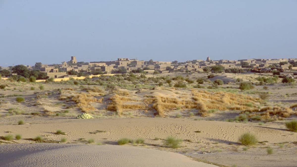 Yleiskuva aavikkoisesta Timbuktusta.