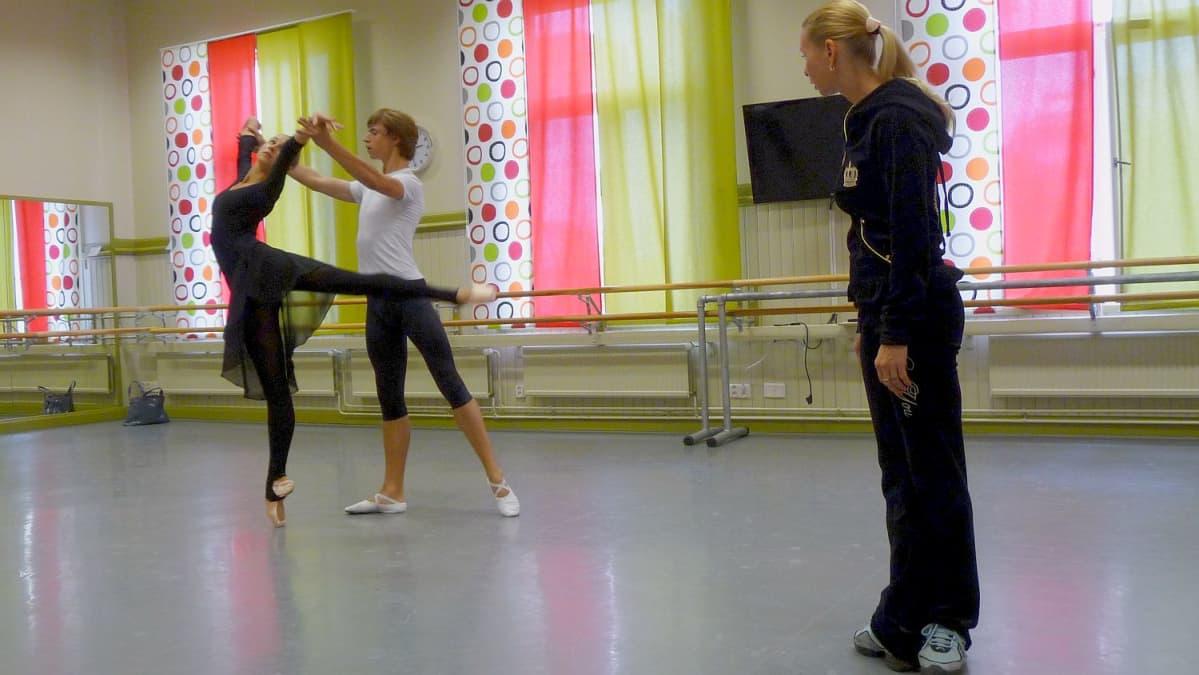 Balettiopetusta Savonlinnassa.