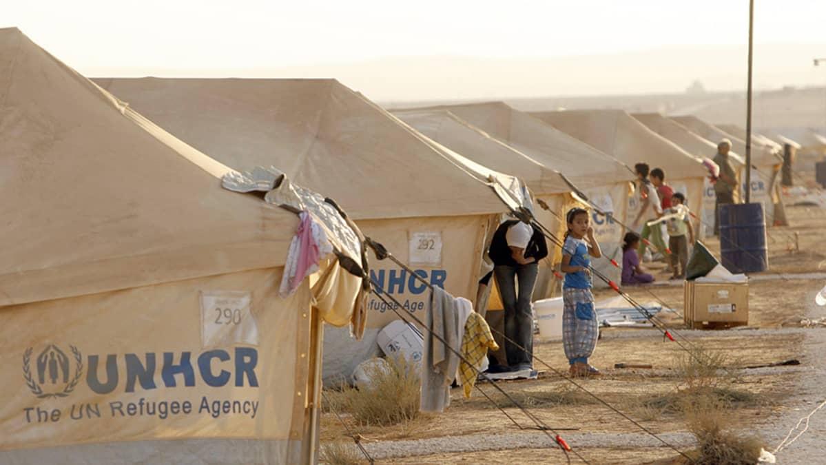 Pakolaisten telttaleiri