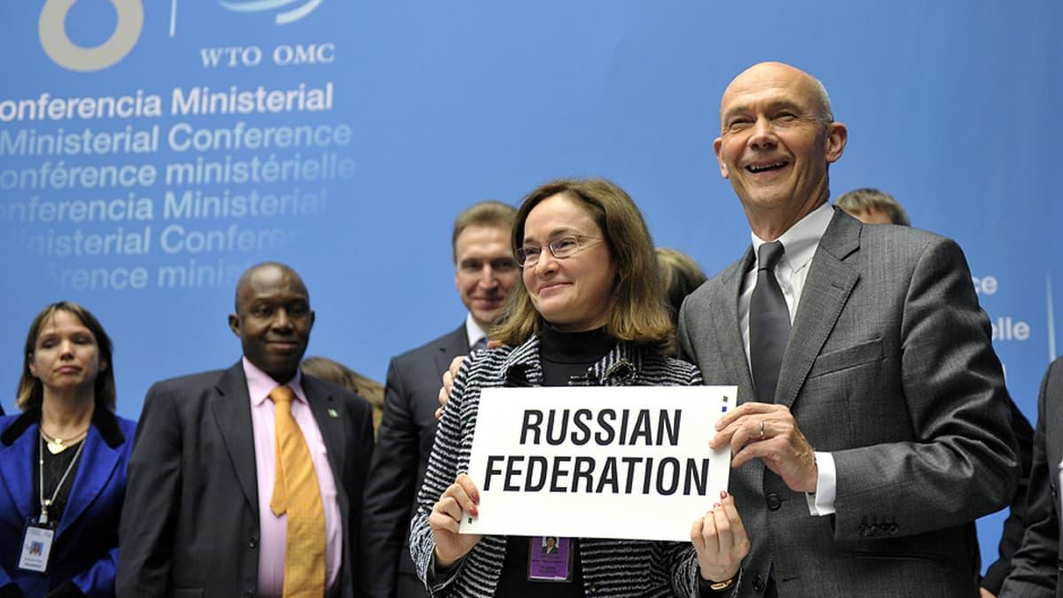 Venäjän talousministeri Elvira Nabiulina ja WTO:n pääjohtaja Pascal Lamy.