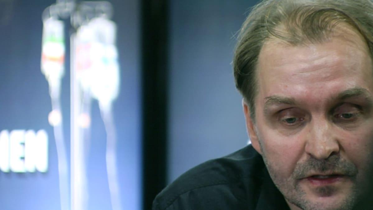Ohjaaja Arto Halonen elokuvansa lehdistötilaisuudessa.