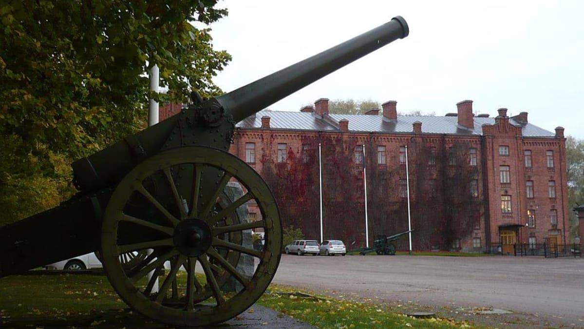 Tykistömuseo Hämeenlinna Linnankasarmilla.