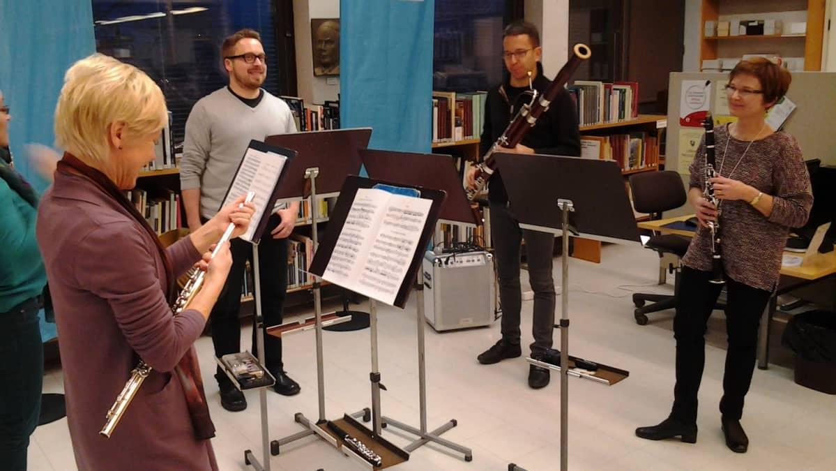 Radion sinfoniaorkesterin kvintetti Savonlinnan kirjastossa.