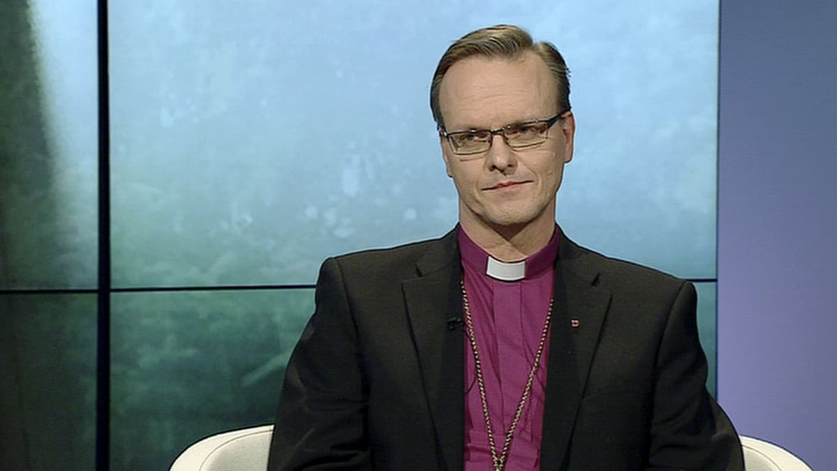 Espoon piispa Tapio Luoma.