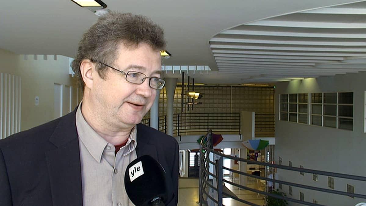 Turun yliopiston valtiosääntöoikeuden professori Veli-Pekka Viljanen.