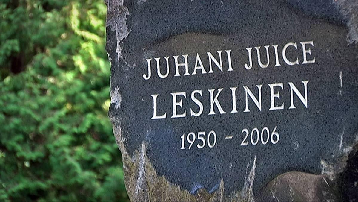 Juice Leskisen hautakivi Kalevankankaan hautausmaalla