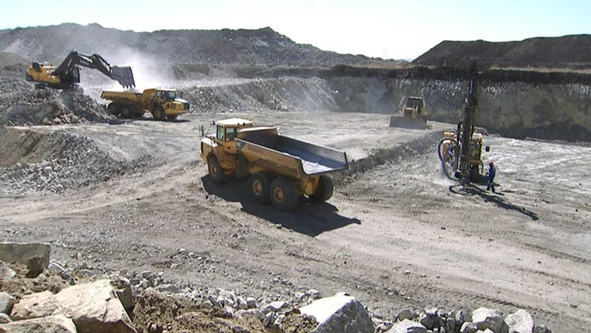 Suomalaisen Afarakin kromikaivos Rustenbergissa, Etelä-Afrikassa.