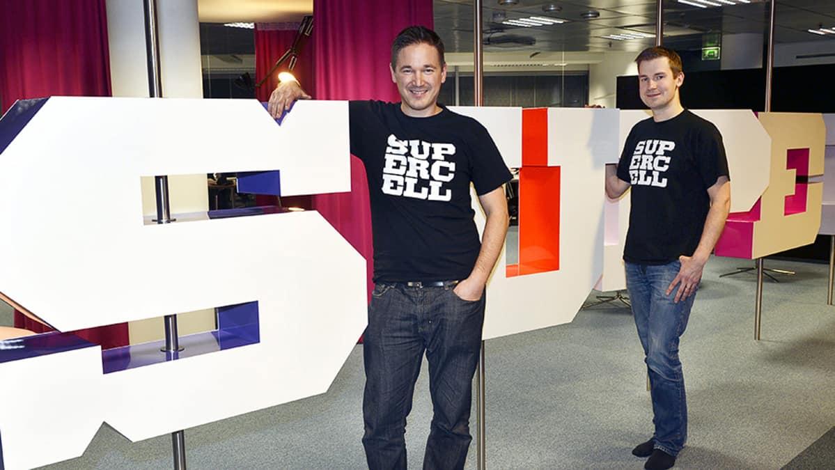 Supercell Oy:n toimitusjohtaja Ilkka Paananen ja luova johtaja Mikko Kodisoja.
