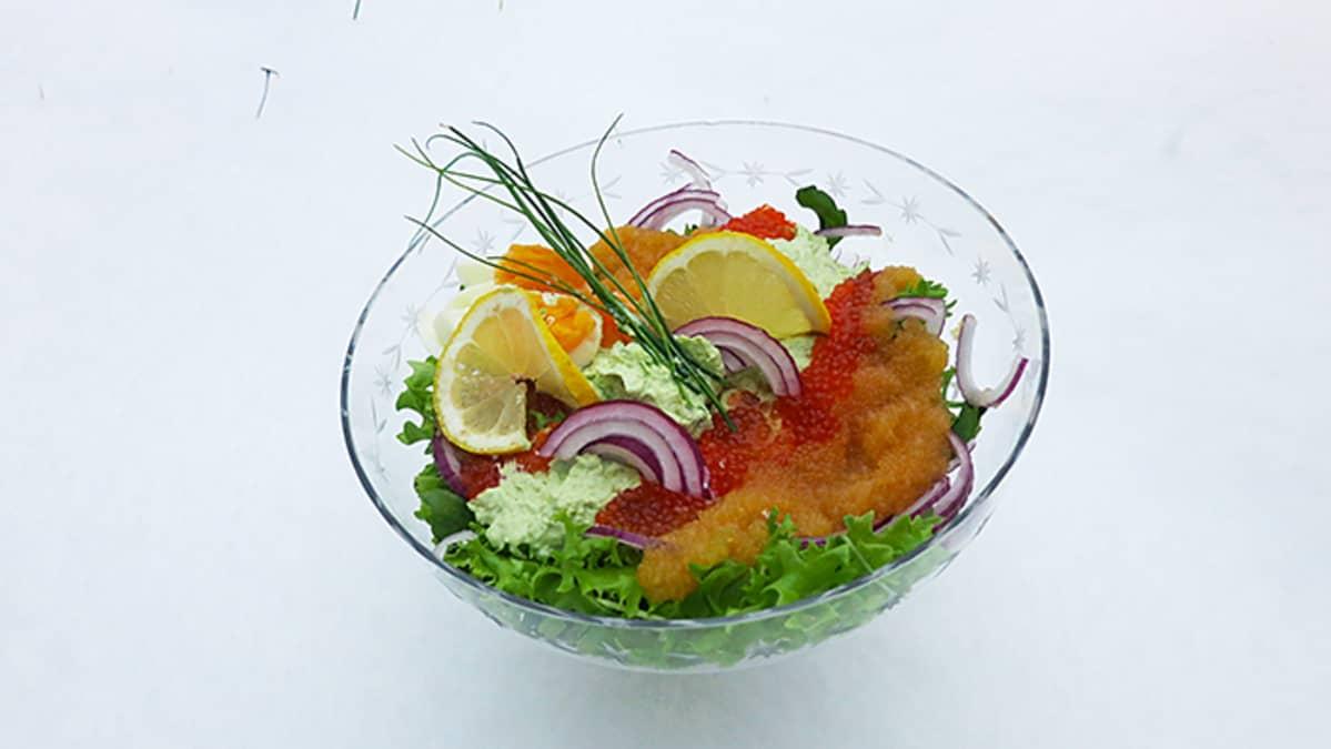 Valmis salaattiannos hangella.