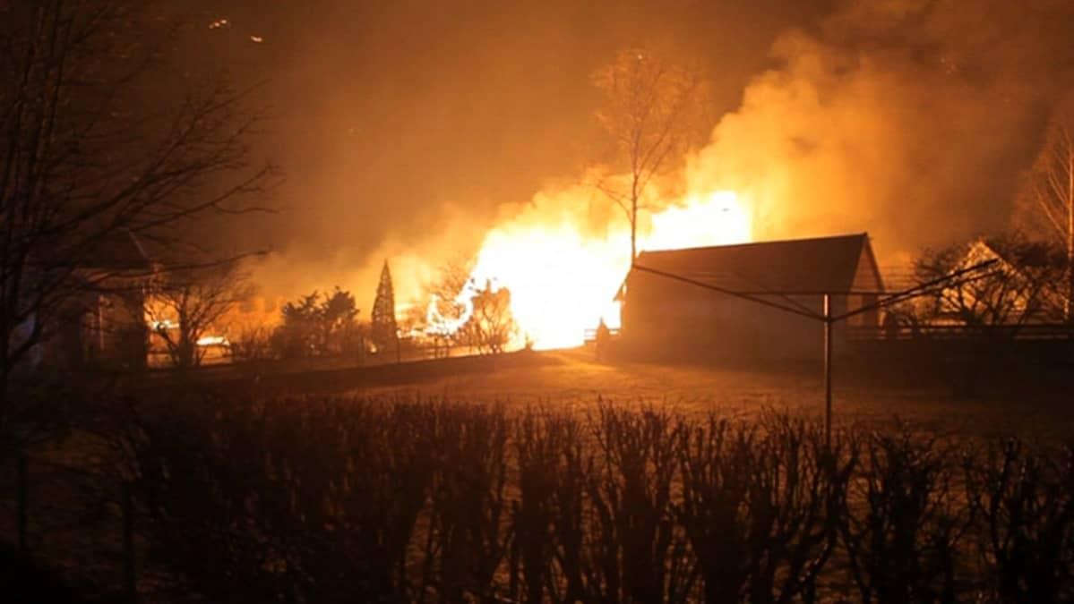Lærdalsøyrin kylä tulessa.