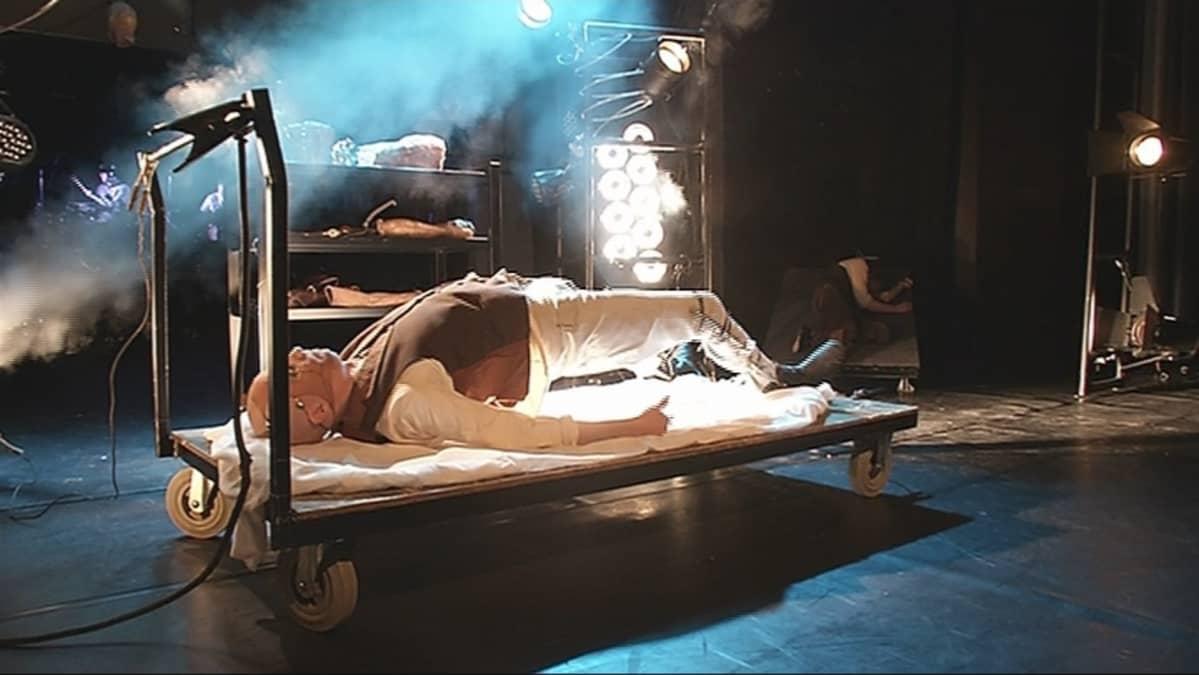 Pieksämäen Poleenissa esitetään kauhunäytelmä Frankensteinia.