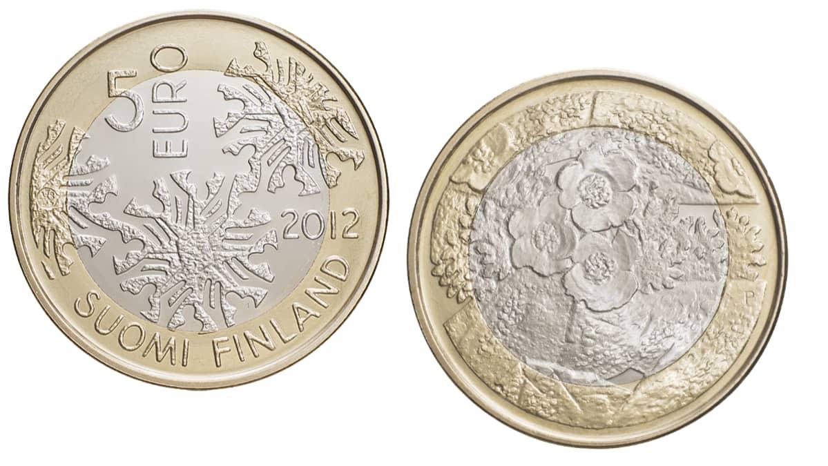 Kaksi viiden euron erikoisjuihlarahaa, aihe Pohjolan luonto.
