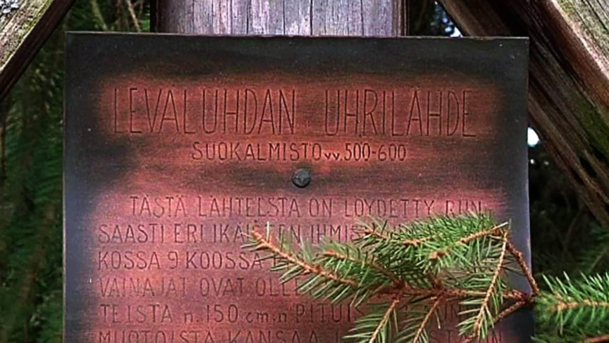 Leväluhdan uhrilähde Isossakyrössä.