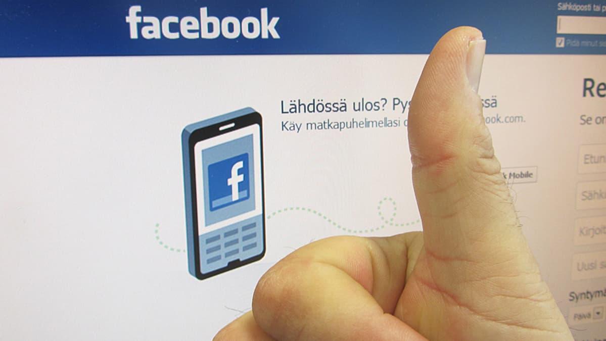 Peukku Facebook-sivun edessä.