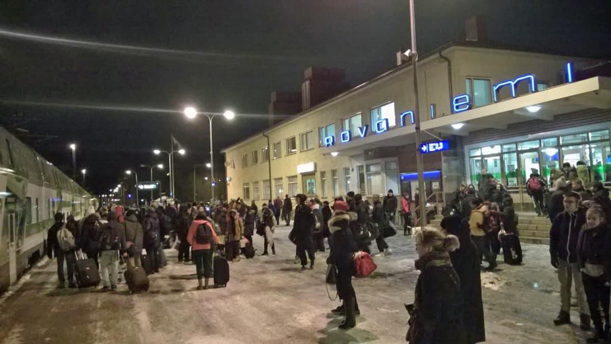 Rovaniemen rautatieasema yöjuna lähdössä marraskuu 2015