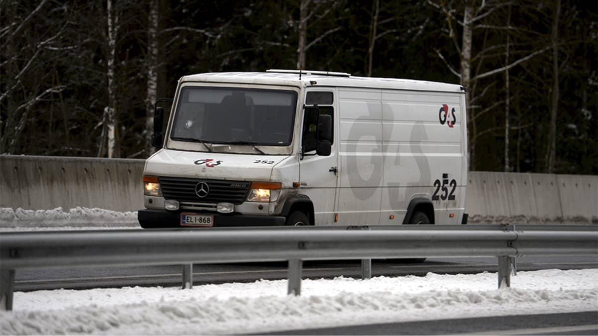 Valkoinen pakettiauto.