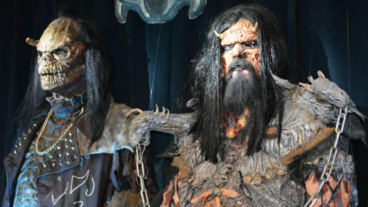 Lordi-yhtyeen hahmoja Kemin sarjakuvanäyttelyssä.