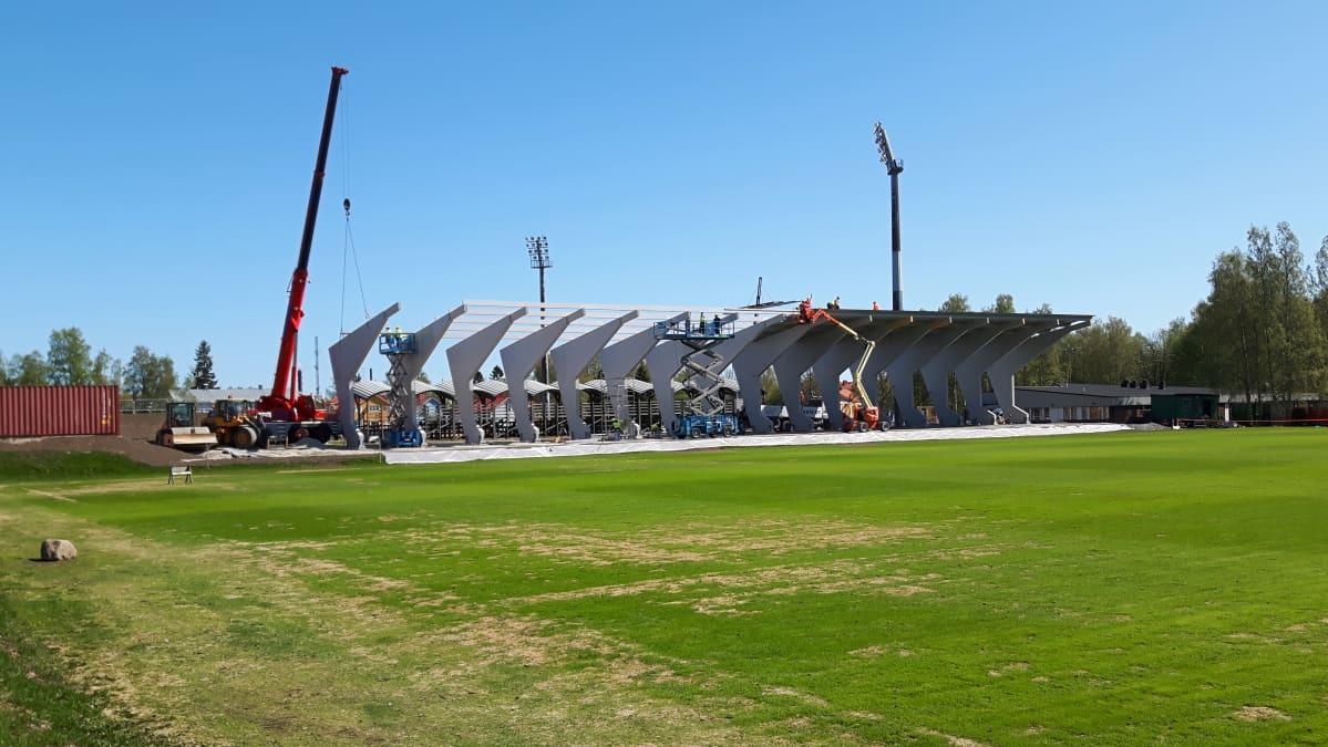 Kemin jalkapallokatsomon rakennustyöt käynnissä.