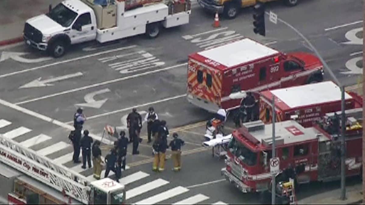 Paloautoja Kalifornian yliopiston edustalla Los Angelesissa.