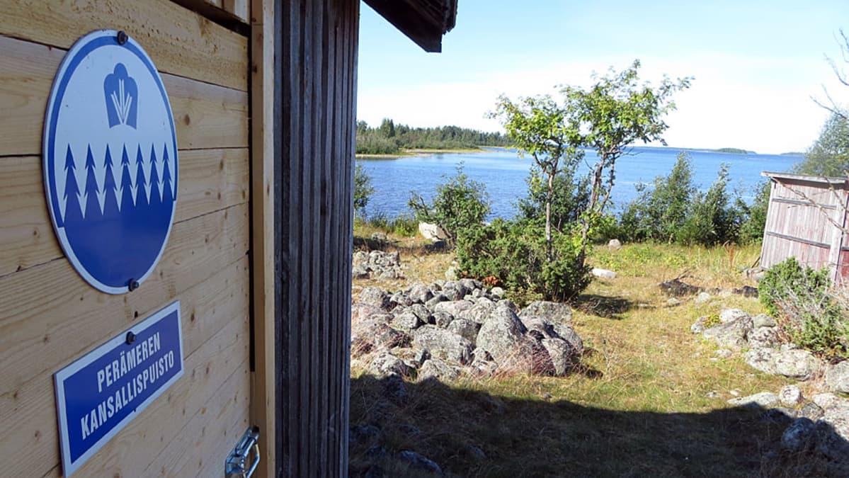 Pensaskarin rakennuksissa voi tutustua entisaikojen kalastuskulttuuriin.